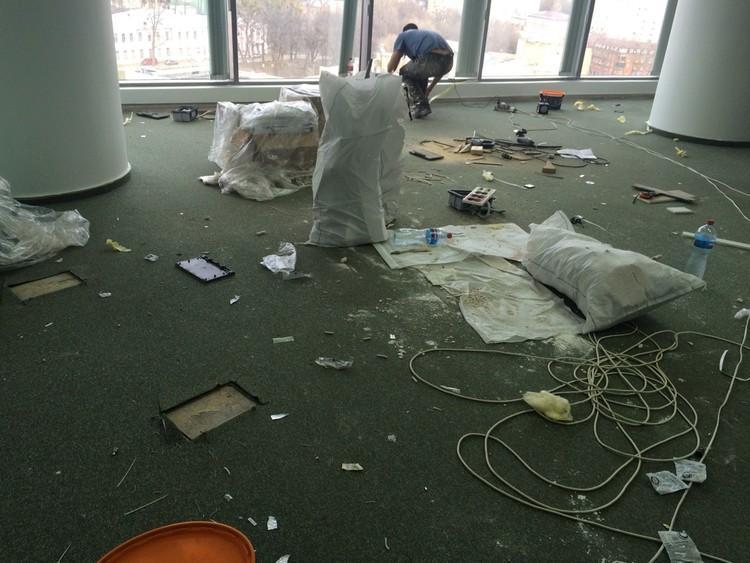 Укладка ковровой плитки в офисах БЦ Парус