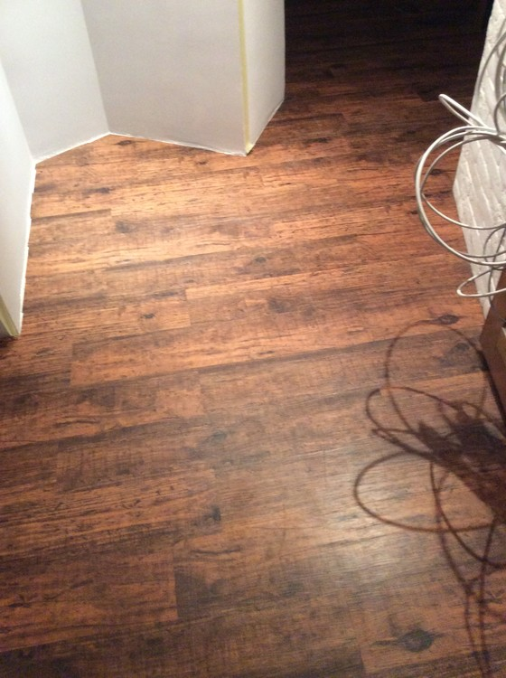 Укладка ПВХ плитки в квартире