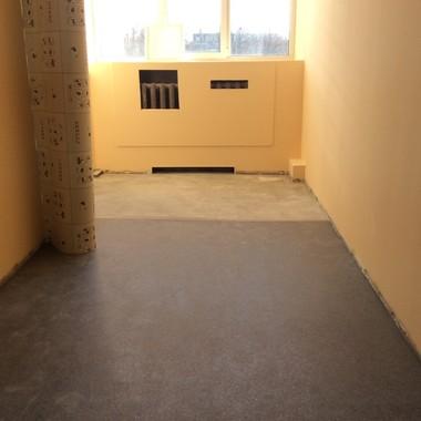 Укладка полукоммерческого линолеума Juteks в квартире